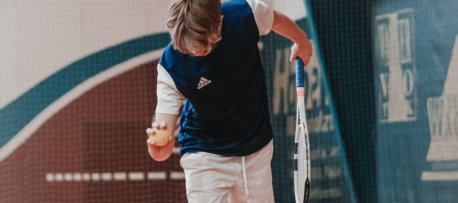 Featured image 3 Interesting Facts About the Squash Ball Warming up the ball - 3 Interesting Facts About the Squash Ball